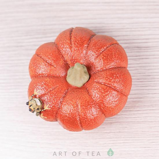 Фигурка Лягушка на оранжевой тыкве