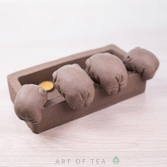Фигурка Свинки у корытца, исинская глина, 10 см