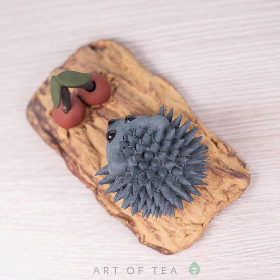 Фигурка Ёжик с вишенкой, синий, исинская глина, 8 см