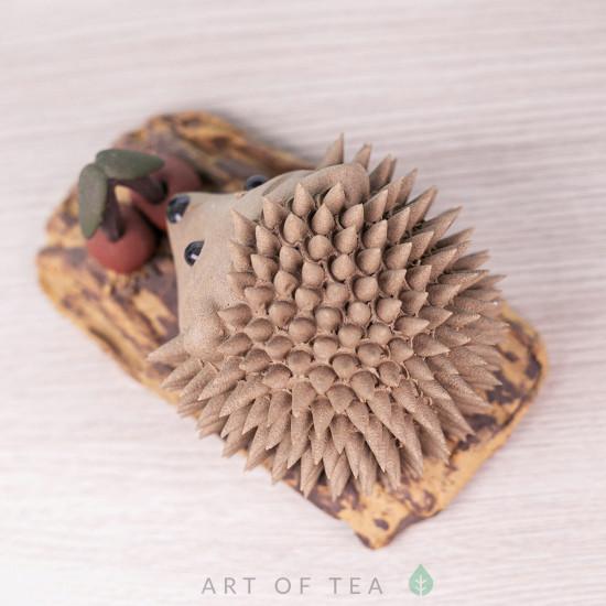 Фигурка Ёжик с вишенкой, серый, исинская глина, 8 см