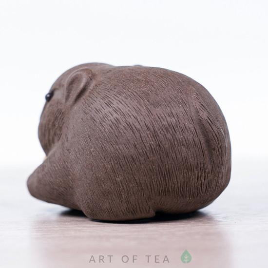 Фигурка Вомбат с орехом, серый, 8 см