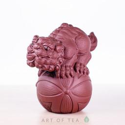 Фигурка Лев на шаре, исинская глина, 11 см
