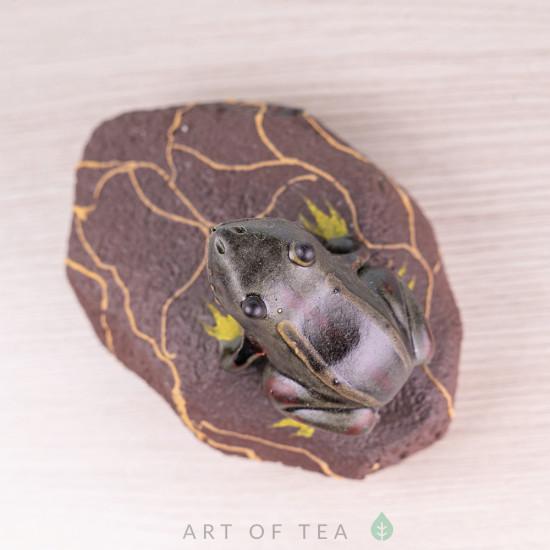 Фигурка Лягушонок на камне, исинская глина, 7 см