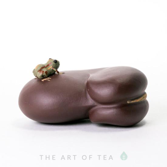 Чайная фигурка Лягушка на бобе, глина