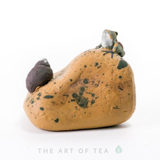 Чайная фигурка Лягушка на камне, глина