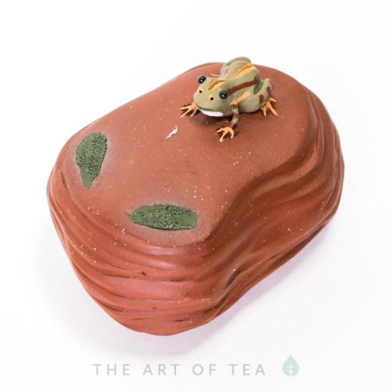 Фигурка Лягушка на скале, глина