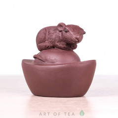 Фигурка Мышка на орехе #2, исинская глина, 7 см