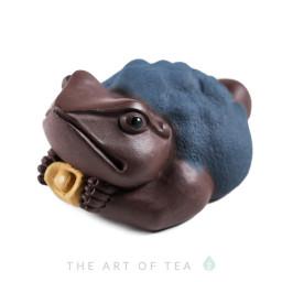 Фигурка Жаба с золотым слитком (темная), глина