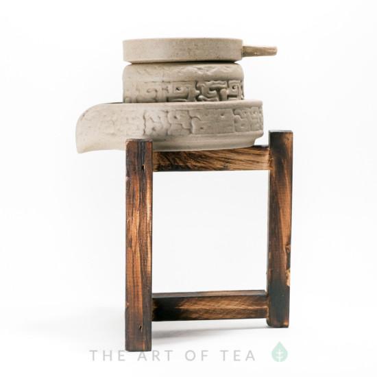 Сито на деревянной подставке