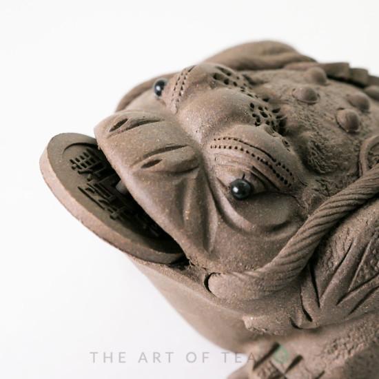 Чайная фигурка Жаба с монеткой, серая, глина, 11 см